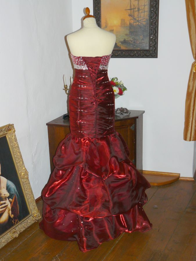 baeb50c87c2 plesové šaty » skladem plesové » do 5000Kč · plesové šaty » skladem plesové  » červená